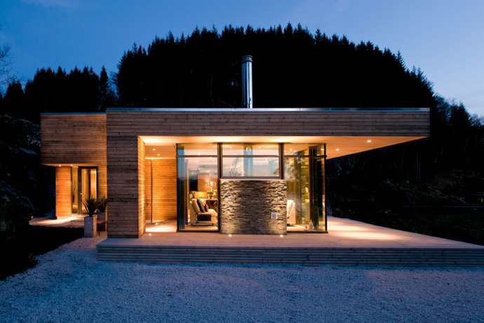 Rustic Cabin House Design With Lighting