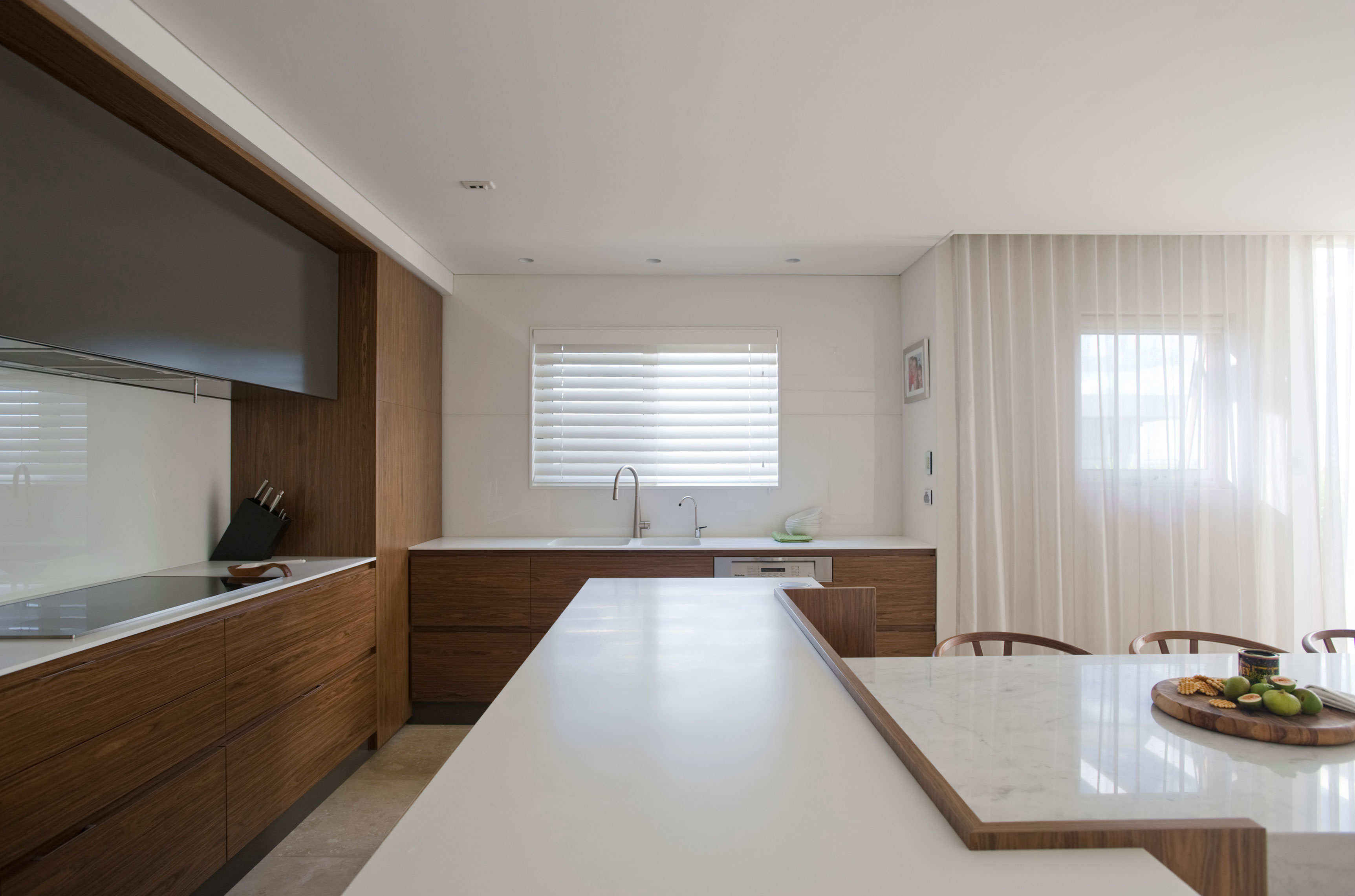 Modern White Marble Kitchen Countertop And Bar With Modern Bar Stools