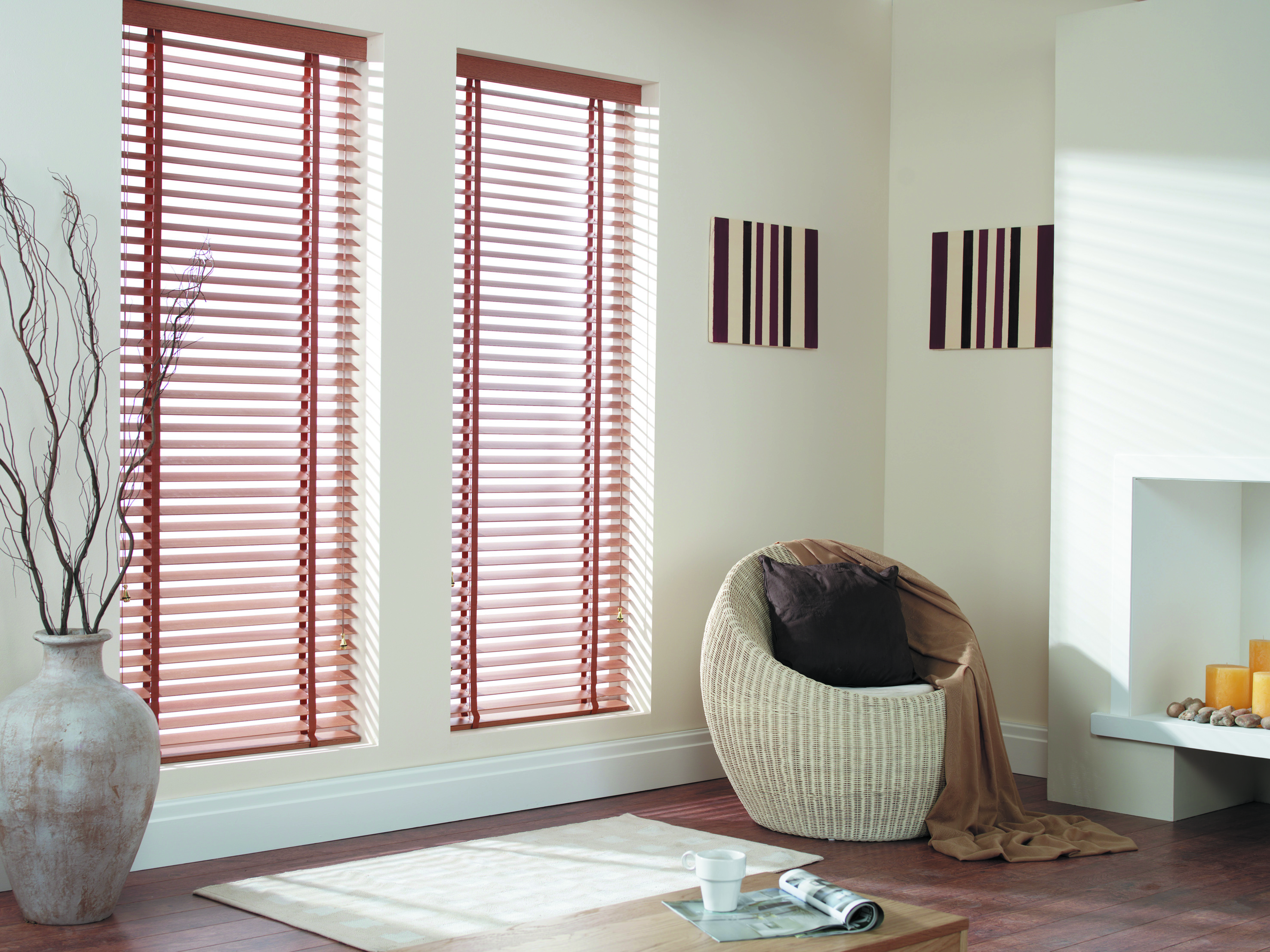Horizontal window blinds for living room to spice up your space
