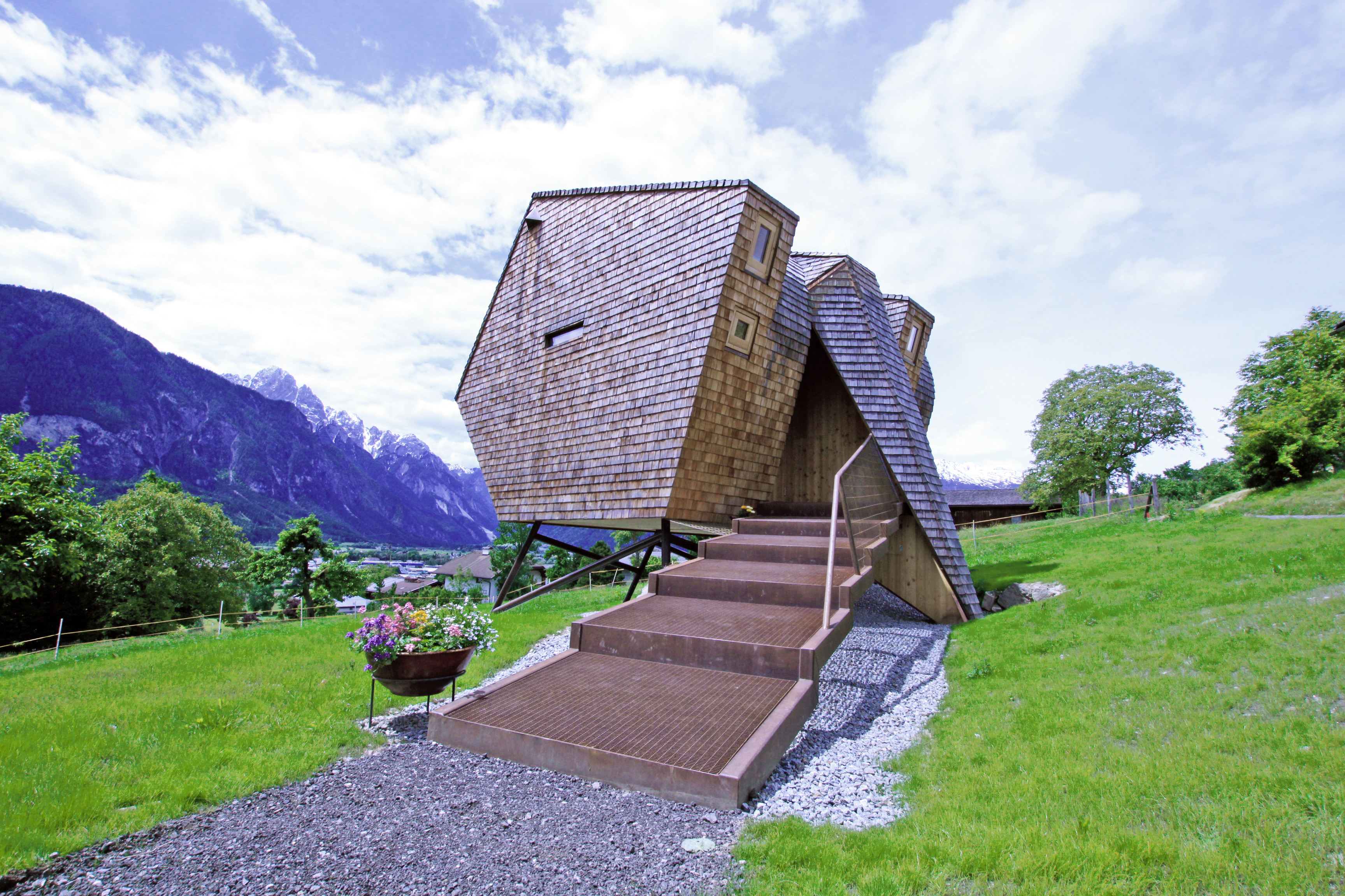 UFOGEL Spaceship Lodge Lands on the Austrian Alps