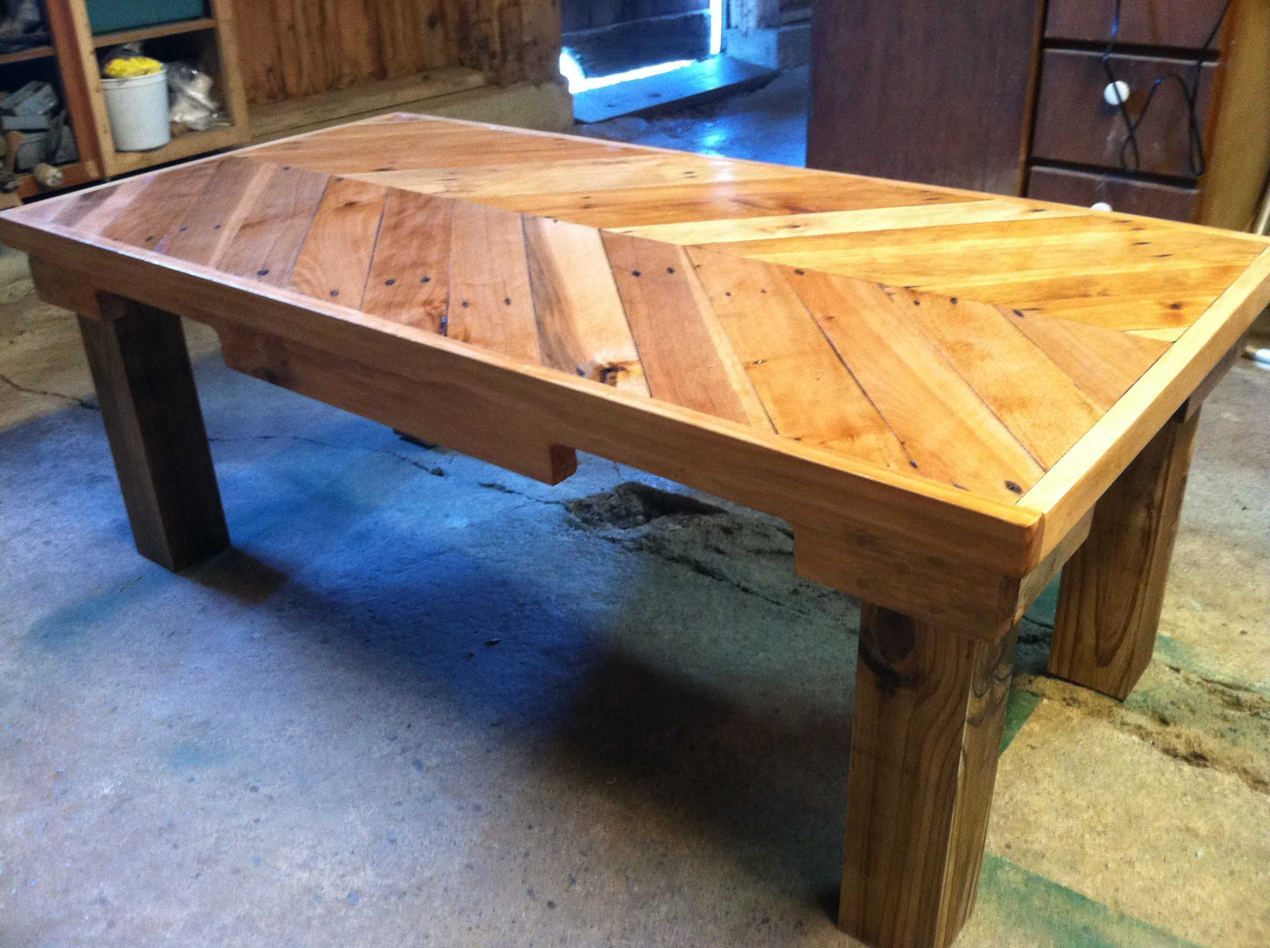 Awesome chevron pallet coffee table