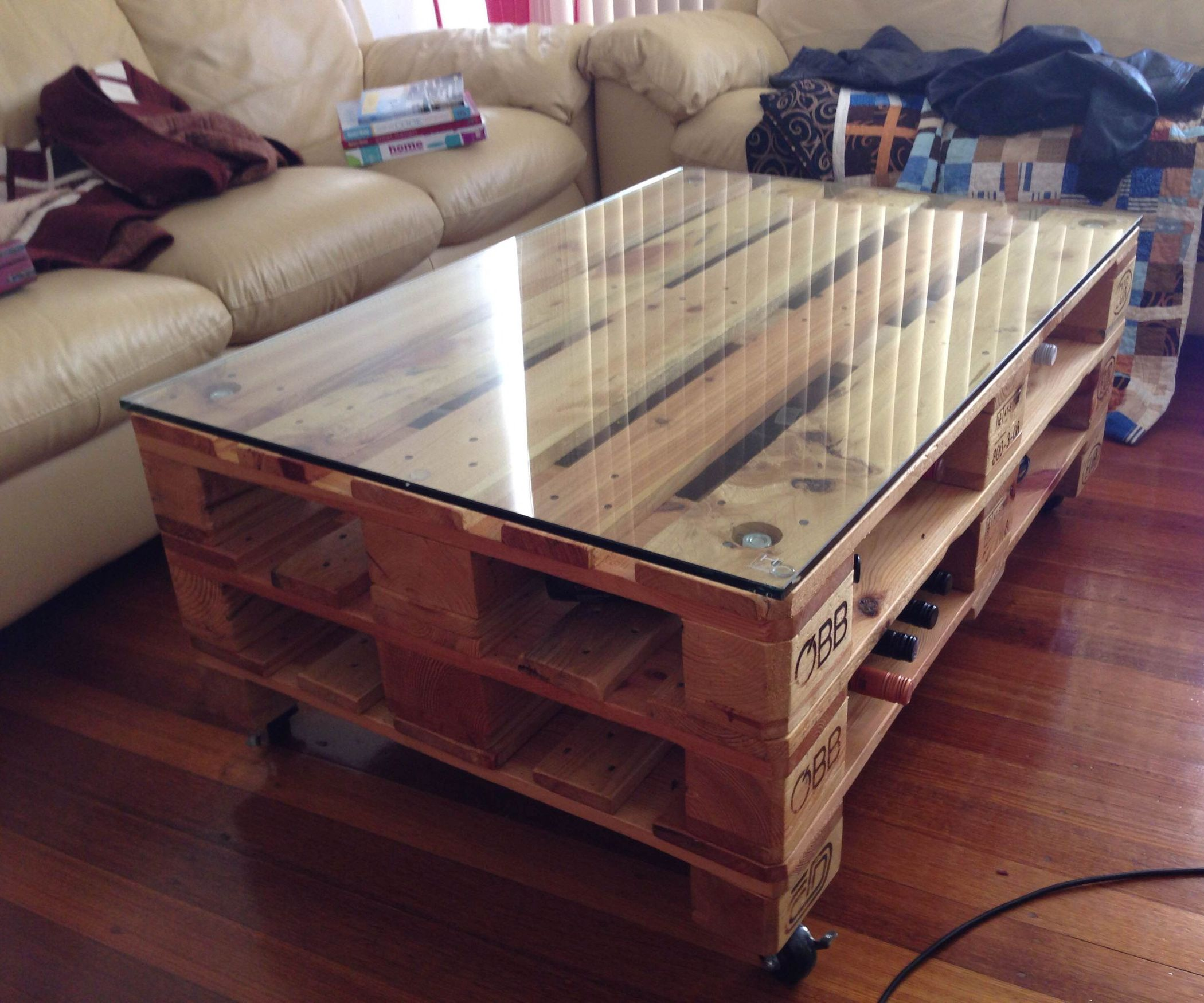 Cool Pallet Coffee Table on wheels Plans