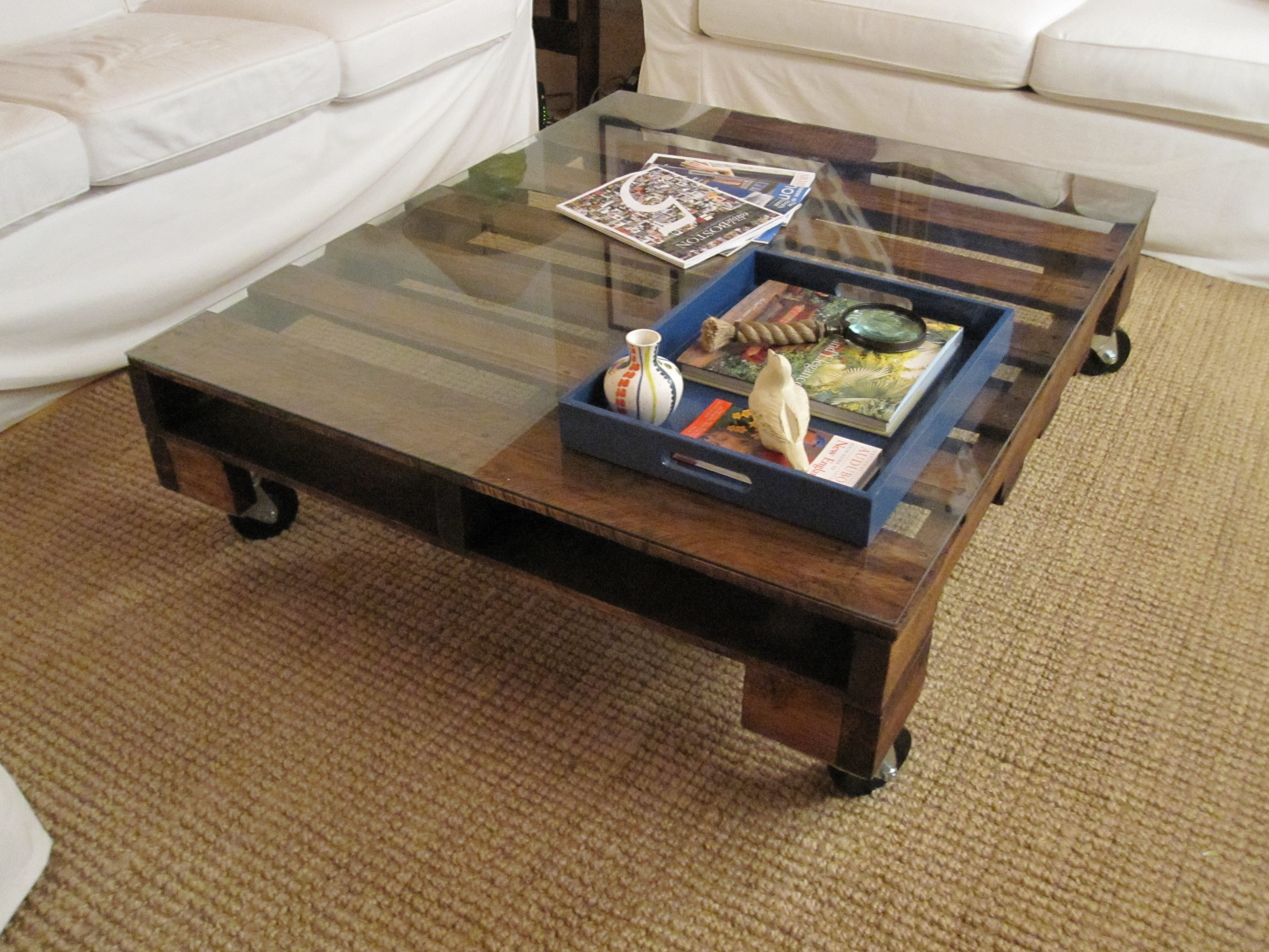 Cozy look pallet coffee table with glass top