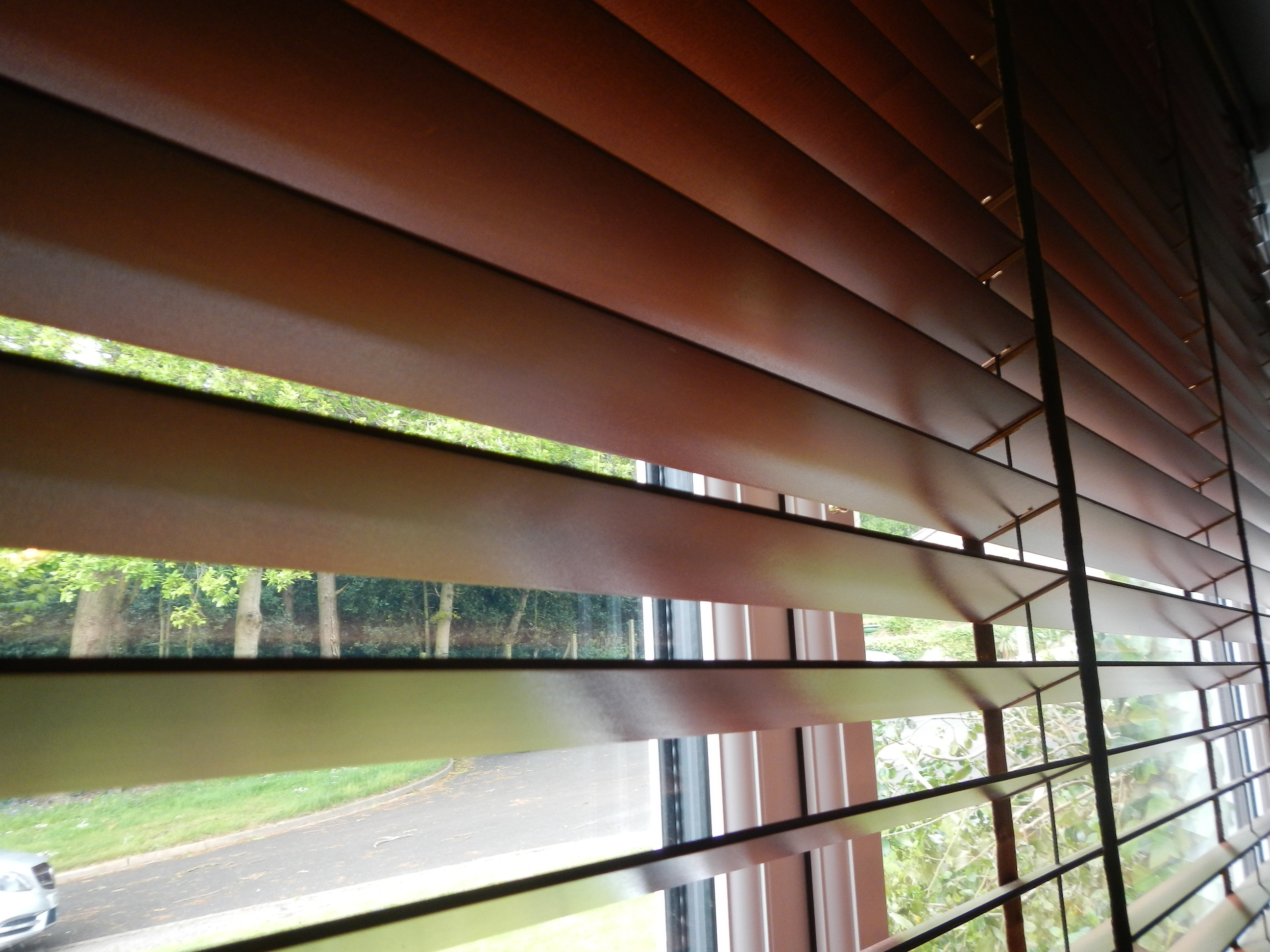 2 Faux wood blinds eye catching arched window treatments